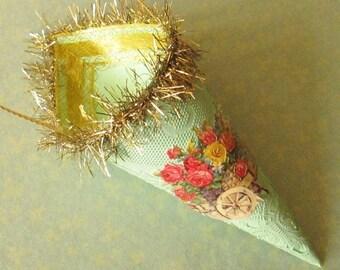 Paper Gift Cone / Ornament / Green