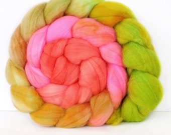 Poison Apple 6 oz Merino softest 19.5 micron Roving Top for spinning