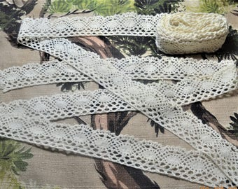 SALE Antique 5 Yards Bobbin Handmade Lace  One continuous length, Cotton Crocheted ,White hint of Ivory,Scalloped Edges,Excellent Condition