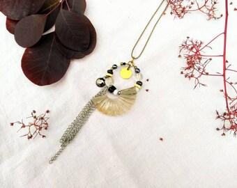 Collier sautoir Art Déco bohème  >> éléments vintage, perles et  laiton >> Pièce unique >> fait main en France >> prêt à expédier.