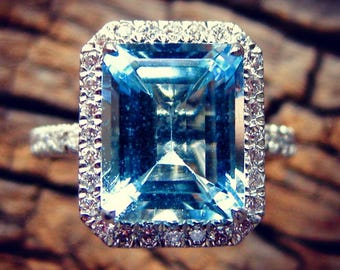 Sky Blue Aquamarine Engagement Ring in Platinum with Diamonds in Halo-Style Setting Size 6