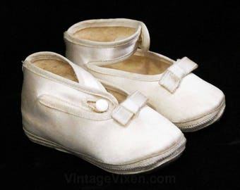 Satin Baby Booties - Size 1 Infants Pair Soft Soled Baby Shoes - 1940s 1950s Babies Slipper with Socks & Gift Card in Original Box - 48871