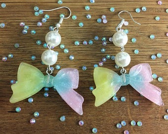 Glitter loop earrings made of resin