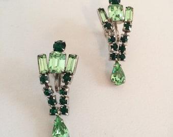 Vintage 1940s Green Gemstone Screwback Earrings | Gorgeous 40s Green Stone Drop Earrings