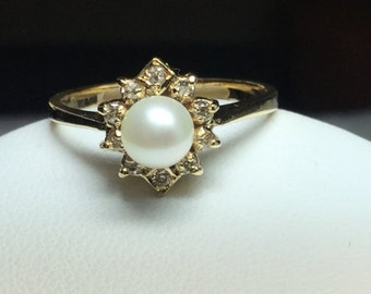 Pearl Ring Pearl and Diamond Ring 14 KT Yellow Gold Pearl Ring