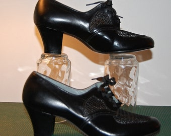 Vintage 30s 40s shoes, Enna Jettick shoes, black lace up, cuban heel, oxford, lace insert