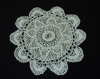 Vintage French hand crochet white cotton doily (02732)