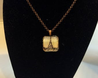Glass pendant with Picture of the Eiffel Tower