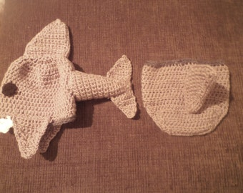 Baby shark hat and diaper cover set 0-6mth, 6-12 or 12-18mth. Hand crocheted!