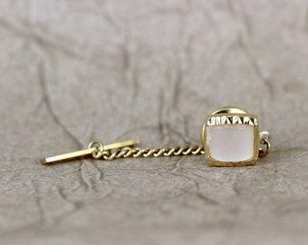 Broche épingle à cravate Vintage - Moither ton or et perle finition - forme carrée - formelle de porter accessoire