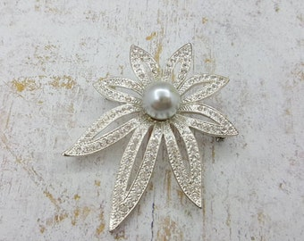 Napier Silver tone Floral Pearl Brooch  Mint Condition