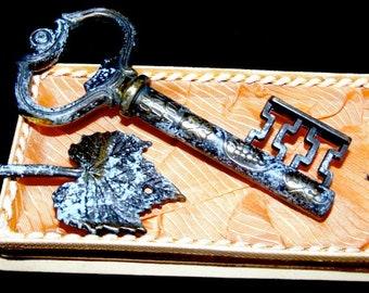 Vintage Key Shaped corkscrew with Italian Script~Unique Corkscrew~Housewarming Gift~Bar Deco~Wine Bar Deco~