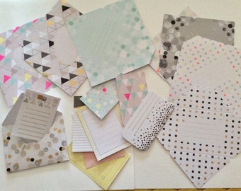 Set of 8 small envelopes and matching tags