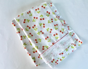 Vintage Fieldcrest Perfection Percale Strawberry Print Twin Flat and Fitted Sheet Set