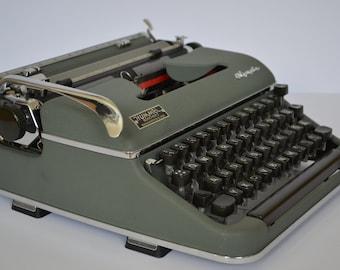 Working typewriter OLYMPIA SM 3 - green typewriter with case