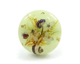 Vintage Dried Flower Brooch, Lucite, Seashell, M23