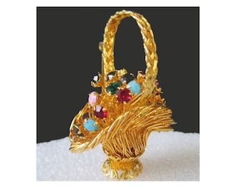 FLOWER PIN * Wire Basket With Tremblant Flowers Brooch * Classic Vintage