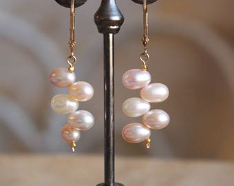Light pink pearl earrings