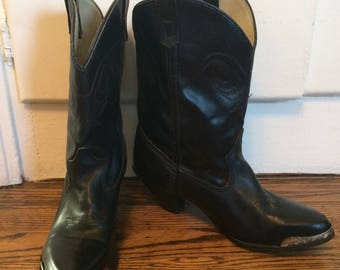 Vintage women's 1980's black leather Capizio western boots. Size 6-6.5