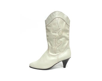 80s western boots slouchy BOOTS white boots leather boots wedding boots gypsy boots cowgirl boots boho boots / Size 8 us / 5.5 uk / 38.5 eu