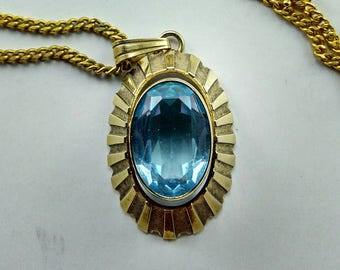 A stunning Vintage Faceted Aquamarine Gold Pendant Necklace - 182V