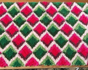 "Latch Hooked Rug ""Diamonds in Pink and Green"""