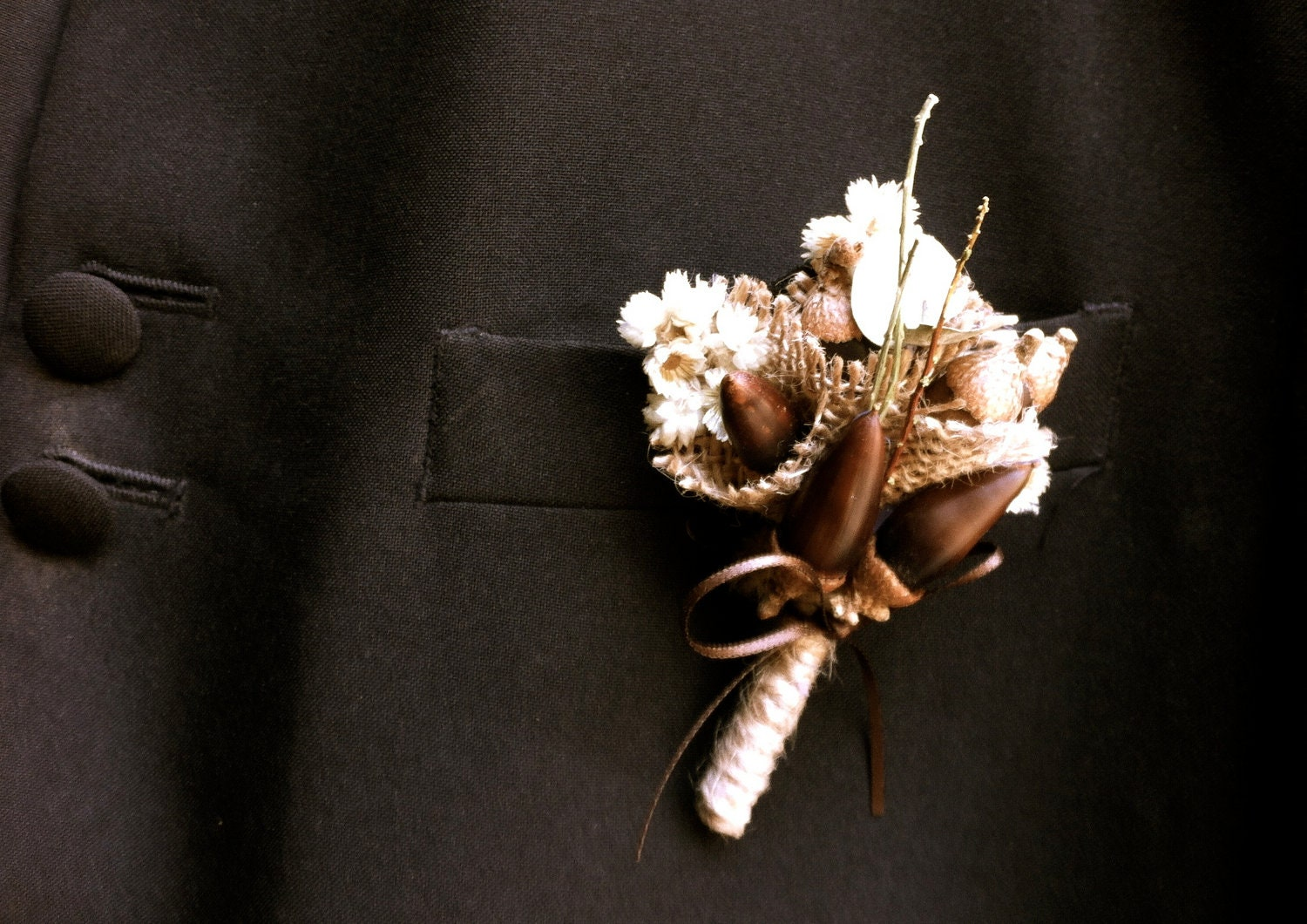 rustic wedding groom boutonniere lapel pin acorns fall forest