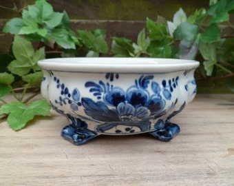 Cup 5165 delfs, royal koninklyk, Holland, painted by hand, cut on foot, empty pocket, royal delft, royal blue