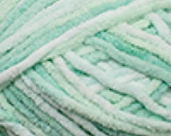 Green Yarn - Cascade Yarns Pluff Super Bulky #04 Mint