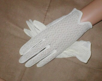 Vintage Wrist length White Gloves