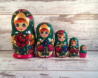 Set of 5 matryoshka - Collectibles matryoshka doll - vintage soviet toy - nesting doll - Russian souvenir