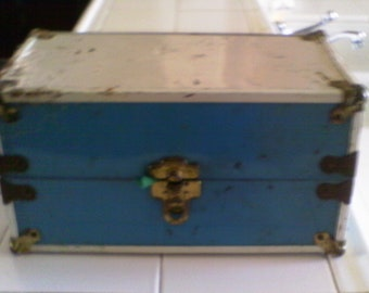 Teal and White Old Doll Trunk with 4 Old dolls/SALE