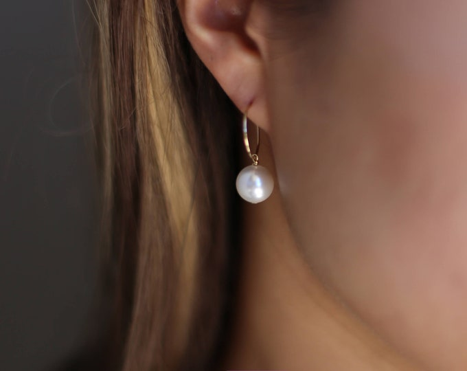 Gold Hoop Earrings in Gold filled  / Pearl Hoop Earrings / Hoop with chains / Star Hoop Earrings / June's birthstone: pearl Gift for her