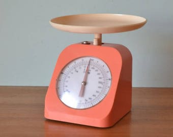Vintage apricot pink kitchen scales retro
