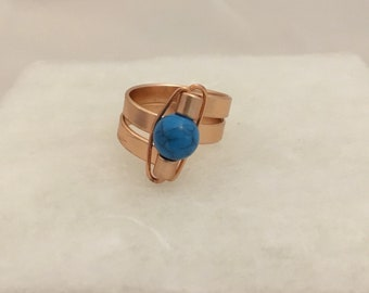 Size 7.5 wire ring with blue bead