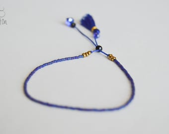Dainty bead sliding clasp bracelet