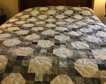 Gray and white are brought together  in this striking pattern containing over 1288 blocks!