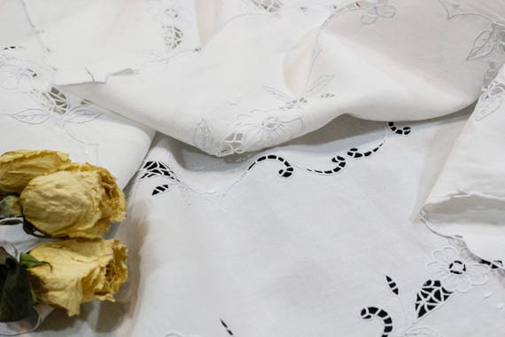 Small White Linen Luncheon Bridge Tablecloth, White Cut Work Flowers, Cottage Style, Shabby Chic Decor, Vintage Wedding, Vintage Linens