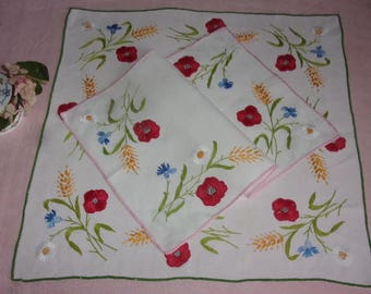 2 beautiful doilies old Handmade flowers