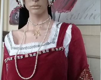 Double up Tudor style necklace.  Glass pearls.