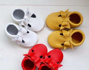Choose color)) Italian leather. T-strap baby moccasins, newborn ,infant, toddler, birthday shoes, baby gift, summer moccasins, baby shower