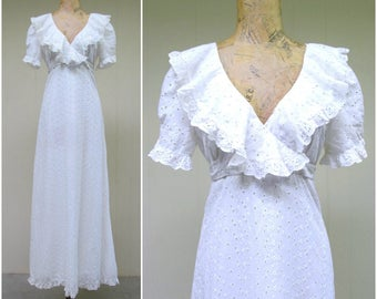Vintage 1970s Dress / 70s White Cotton Eyelet Lace Empire Boho Wedding Gown / Medium