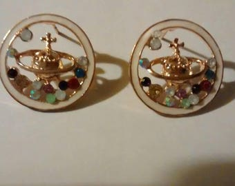 Pretty v west wood globe style earrings