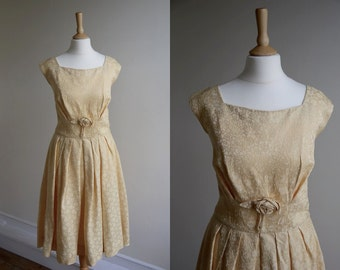 1950s Peach Sleeveless Party Dress * Size Medium - Large