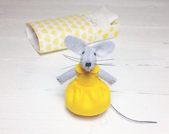 Kids room decor felted miniature mice miniature animals mouse in a box mouse softie doll toy for bjd dollhouse miniature yellow