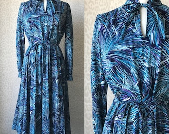 70's pleated dress L/XL, blue abstract pattern, classy dress with long sleeves, 70's fashion, womens midi dress, pleated midi dress