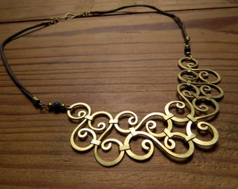 Brass hammered seamless spiral necklace