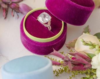 Velvet ring box - vintage style - fuchsia & pineapple