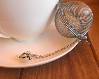 Stainless steel mesh ball tea infuser with removable silver toned teapot charm