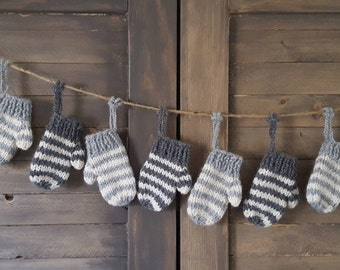 12 woolly mittens, in cream and grays